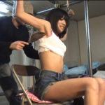 前田敦子似の美女を発狂くすぐり責め!両手大の字拘束でくすぐり